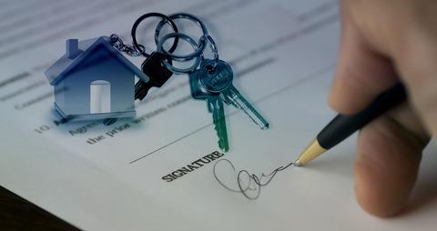 Distinctions Between MI Real Estate Salespeople & Brokers